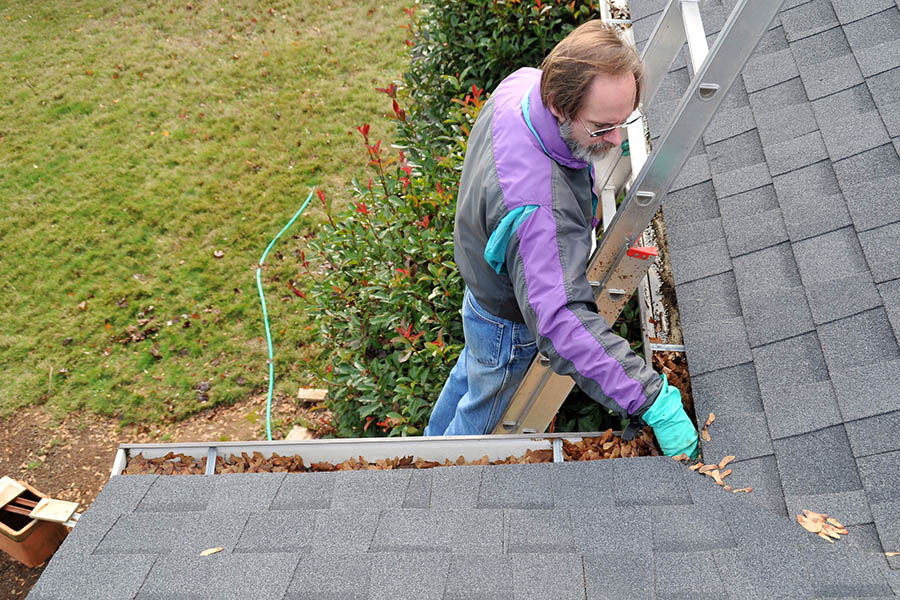 Spring Gutter (Eavestrough) Cleaning