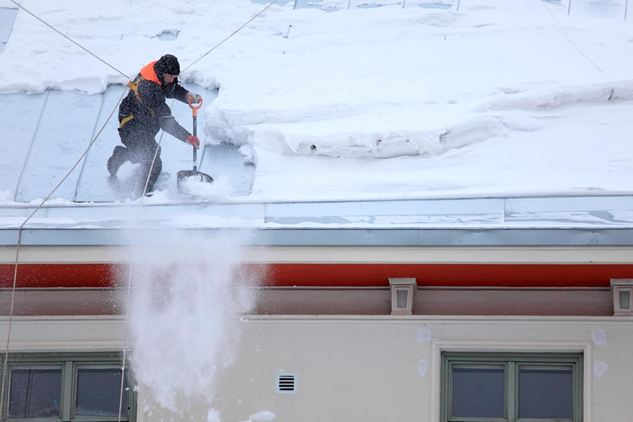 remove snow from your roof