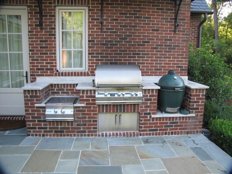 Brick backsplash for the grill