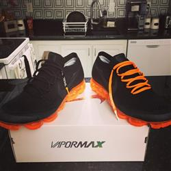 PEDRO A. verified customer review of NEON ORANGE-WHITE DIPPED SHOELACES