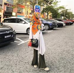 Syazlin Zainal verified customer review of Zahra Chiffon Square Headscarf - Sunburst