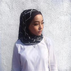 Sahira Razali verified customer review of Zahra Chiffon Square Headscarf - Day