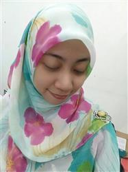 Wan S. verified customer review of Zahra Chiffon Square Headscarf - Bunga Raya