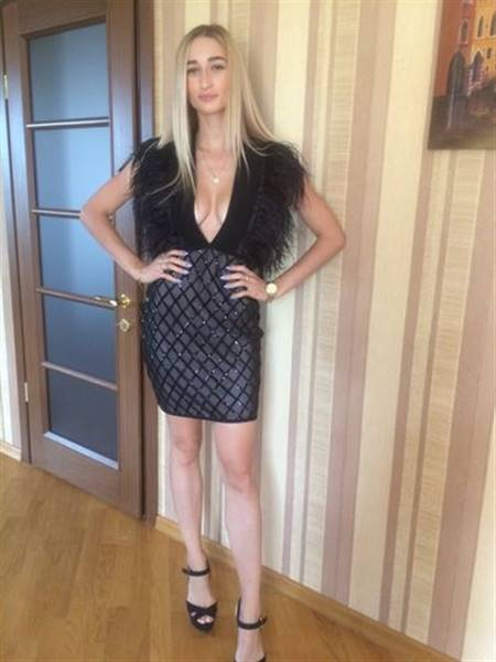 T***a verified customer review of Dreams Come True Feather Bandage  Dress