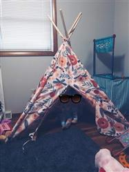 Shelby G. verified customer review of Reversible Teepee Tent - Floral/Coral Stripe