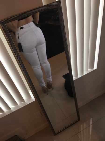 Alison G. verified customer review of MERCY - Push Up Jean by CYSM