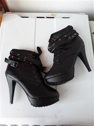 Markéta Kolářová verified customer review of Double Buckle Gothic Boots