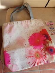 Venla Vilen verified customer review of Printed Canvas Tote Bag