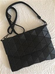 Terry Goldstein verified customer review of Fashionable Geometric Handbag