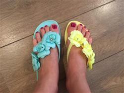 Kathryn Simmons verified customer review of Camellia Flower Summer Beach Sandals