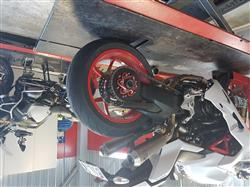 Antony E. verified customer review of Ducati 1299 Panigale / Monster 1200 Carrier Cover Hub Flange Bicolor