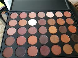 Yara verified customer review of Morphe 35R - Ready, Set, Gold! Eyeshadow Palette