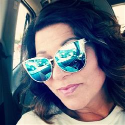 Marlene B. verified customer review of Aura sunnies - Blue