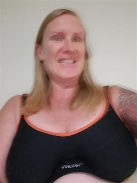 Elise G. verified customer review of Triumph Triaction Endurance Sports Bra  - Black/Orange