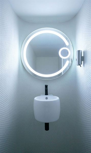 Lucas. L verified customer review of Builder Round Backlit Bathroom Mirror- BMS80C