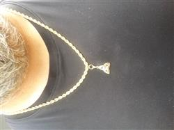 Anonymous verified customer review of Trinity Knot Necklace 18K Gold Plated Irish Made