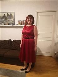 Marika S. verified customer review of Ruby Red Satin Hepburn Juhlamekko
