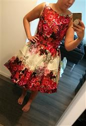 Johanna L. verified customer review of Red Rose Floral Border Juhlamekko