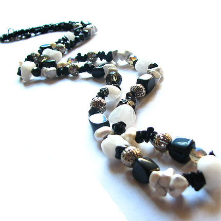 Collar blanco & negro, ShenShina