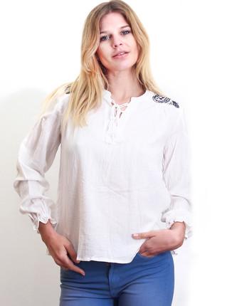 Blusa blanca lisa con bordado en hombros y espalda, NRE