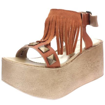 Sandalia de cuero suela con tachas y flecos, Sucre