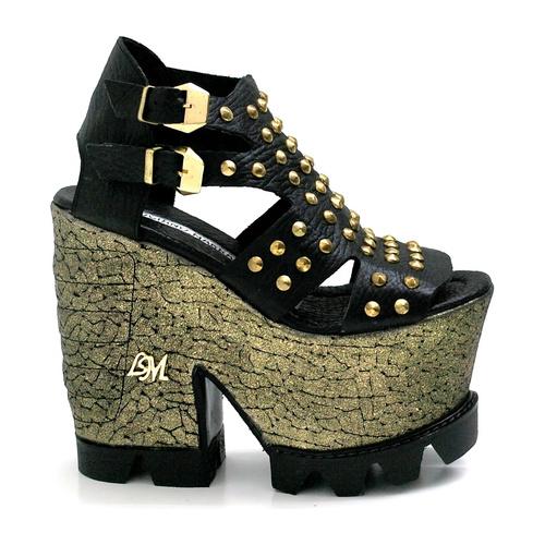 6115f58563247 Luciano Marra Calzados lanzó su nueva colección en zapatos de mujer para  este Verano 2015. Luciano Marra nos sorprende una vez más con diseños  únicos