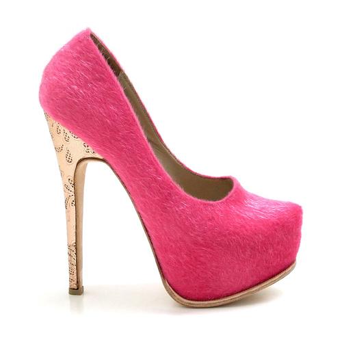 5c49d76224b55 Luciano Marra Calzados lanzó su nueva colección en zapatos de mujer para  este Verano 2015. Luciano Marra nos sorprende una vez más con diseños únicos