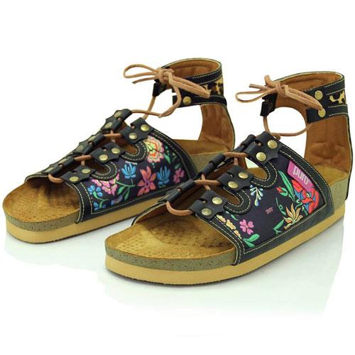 ... Moda Urbana Femenina. Puro es zapatillas y carteras de diseño. En esta  colección Verano 2016 vas a encontrar estampados y diseños nuevos de la ... c846a619ef29