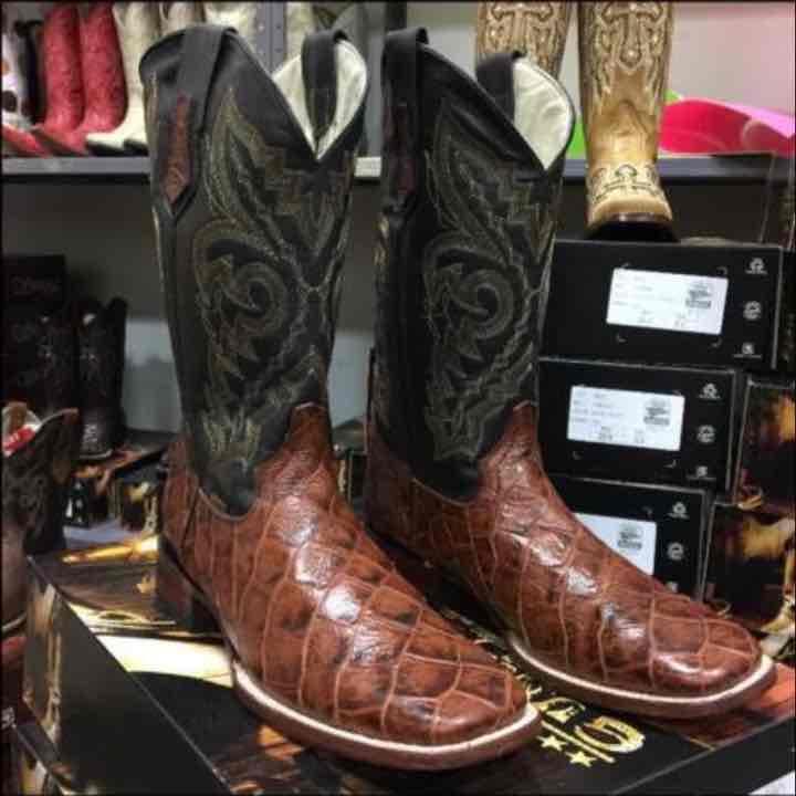Men 39 s fish pirarucu honey s toe boots mercari buy for Pirarucu fish boots