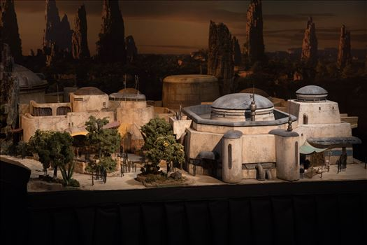 Star Wars Galaxy's Edge Model 2 -