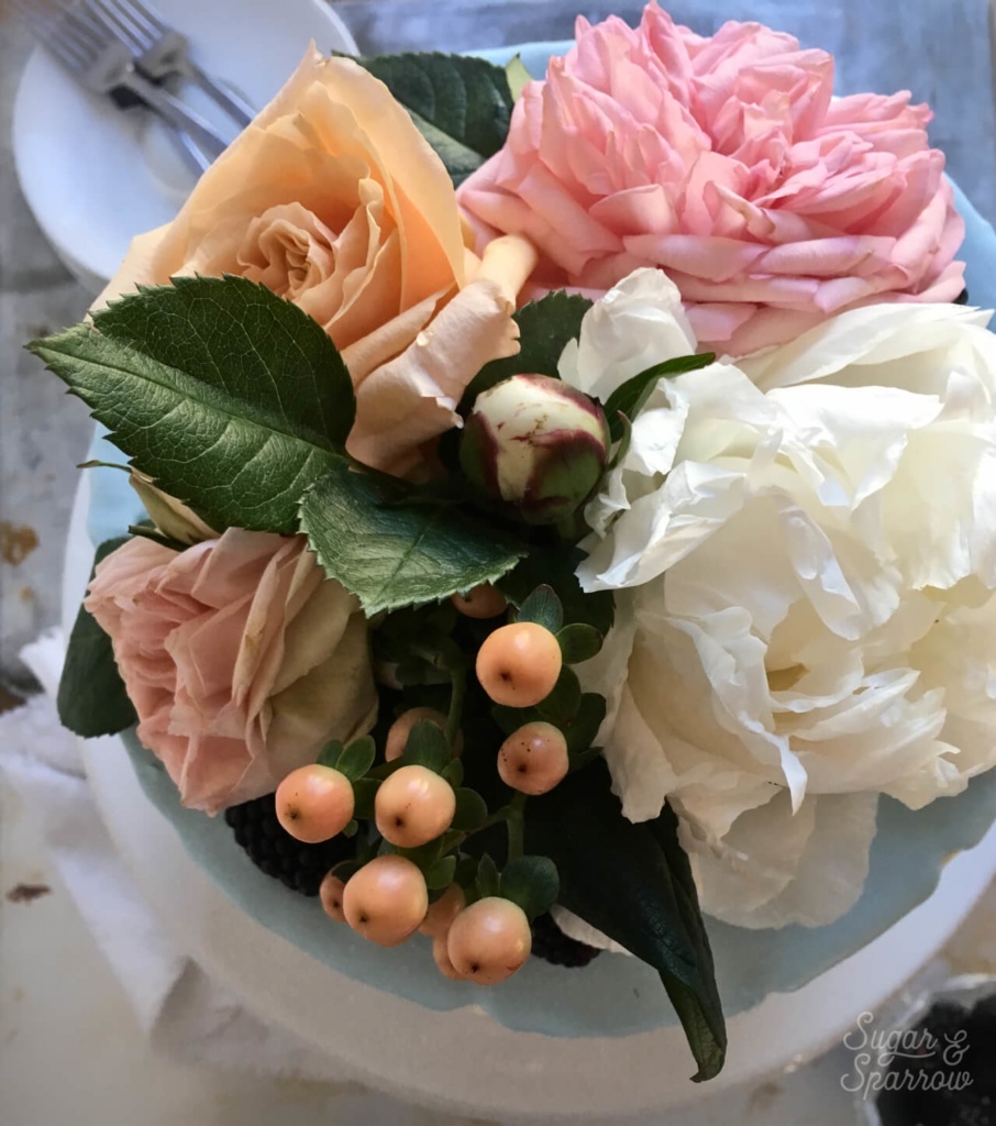 how to arrange fresh flowers on a cake