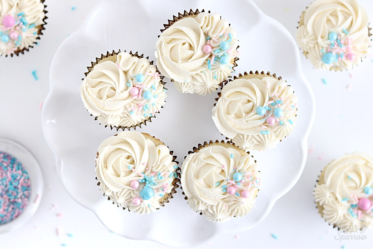 gender reveal cupcakes by Sugar and Sparrow
