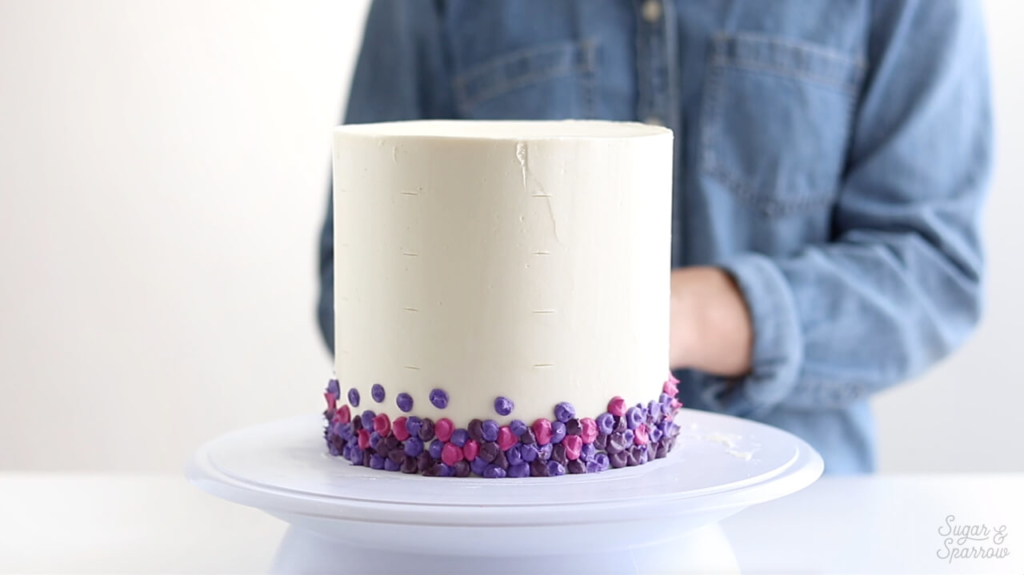 how to pipe dots onto cake