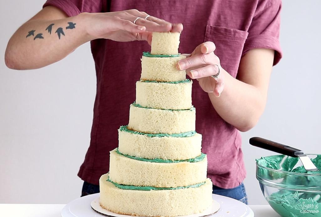 how to make a christmas tree shaped cake