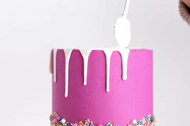 drip cake tutorial by sugar and sparrow