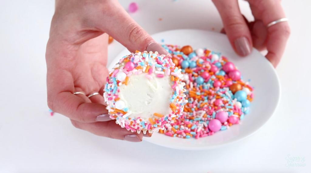 how to dip edges of cupcakes in sprinkles