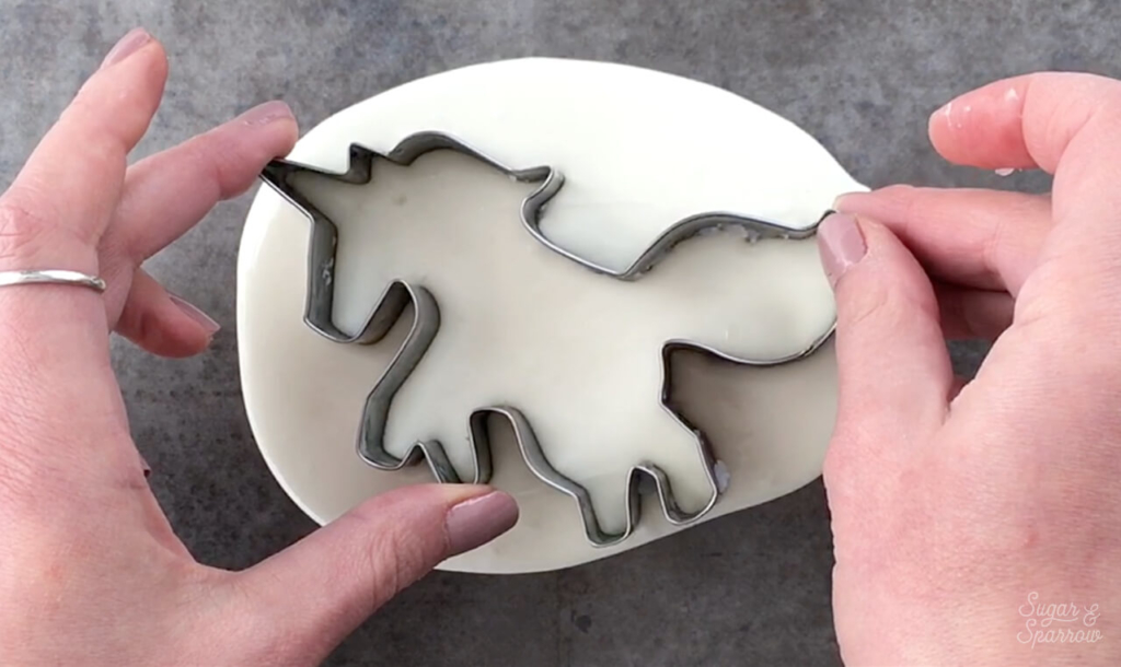 How to use cookie cutters to make white chocolate shapes