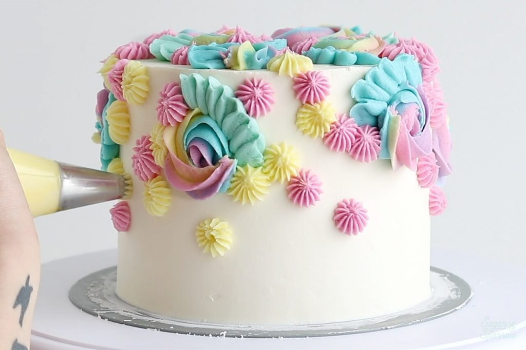 piping buttercream with Wilton Tip 4B