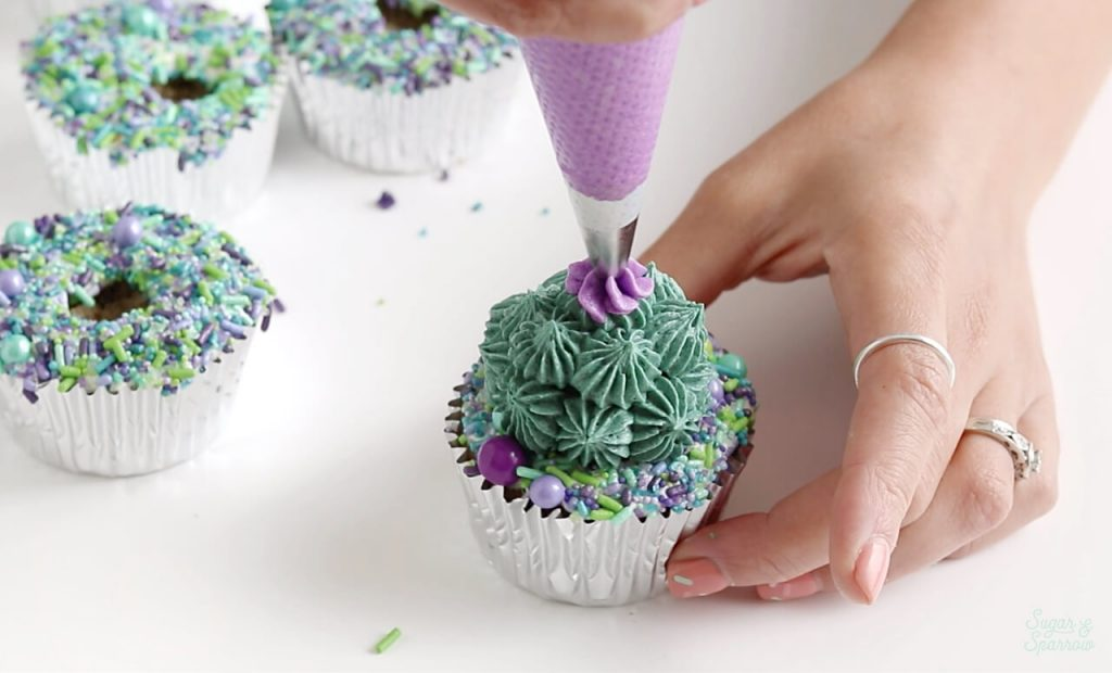 how to pipe a buttercream flower