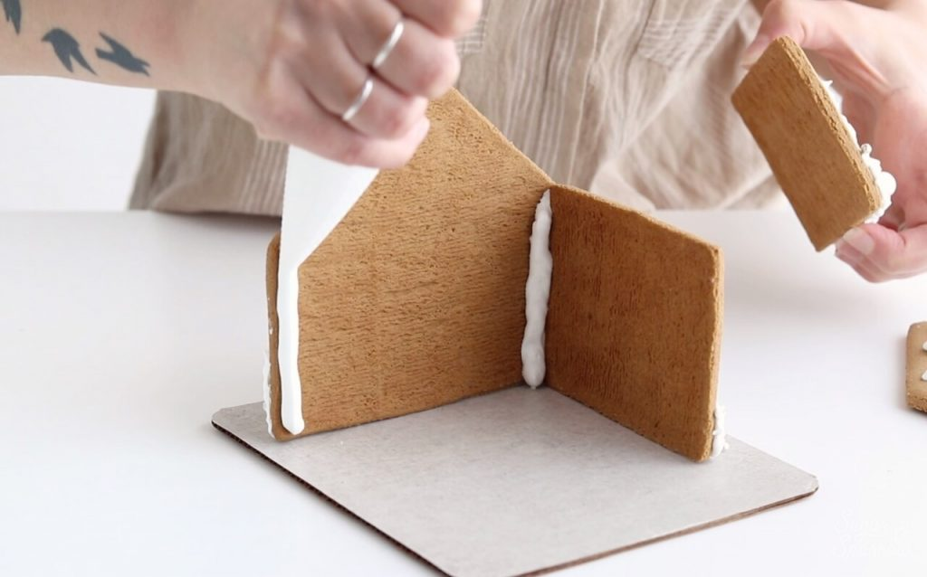 how to make a sturdy gingerbread house