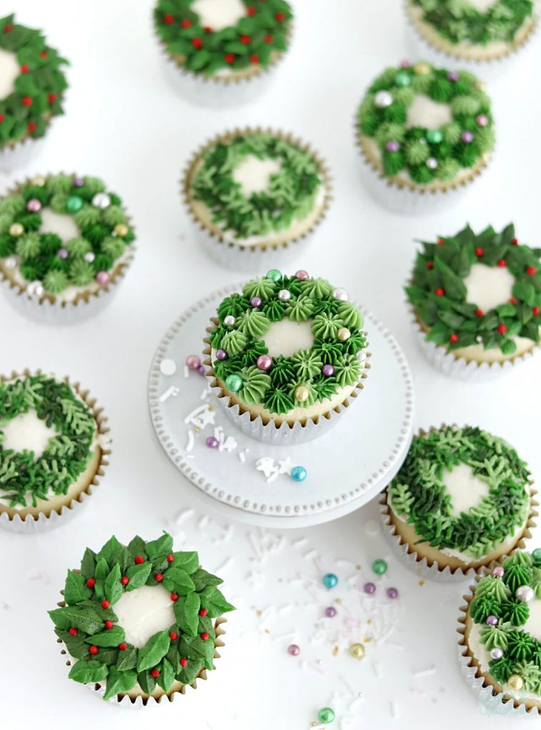 buttercream Christmas wreath cupcakes piping tutorial