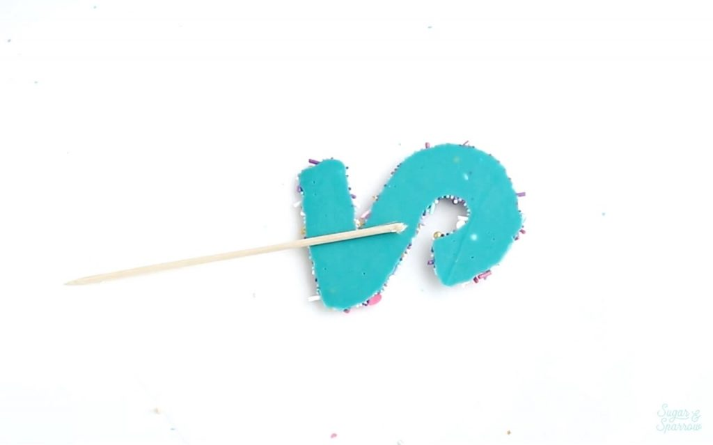 how to attach bamboo skewer to cake topper
