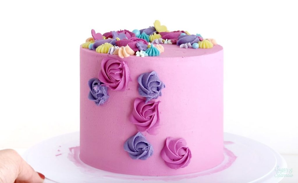 how to pipe rosettes on side of cake