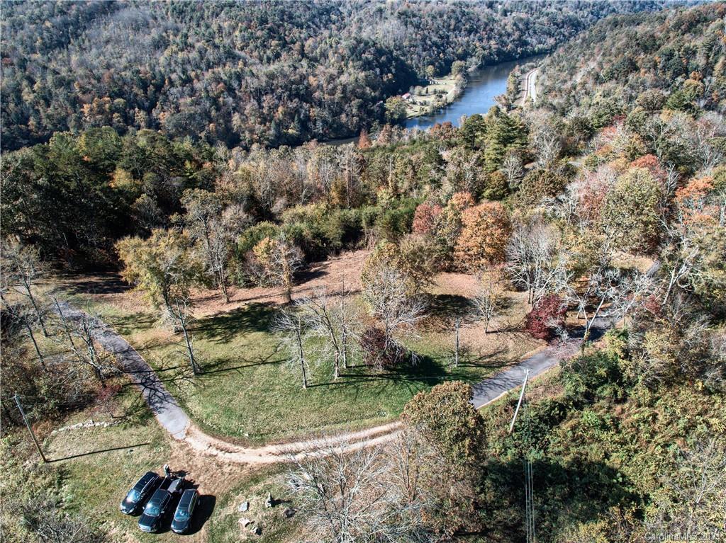 476 River Run Road