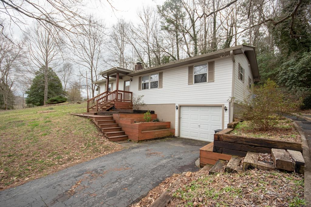 136 Hollyview Circle