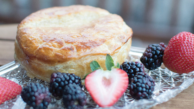 Baked Brie in Puff Pastry with Fruit