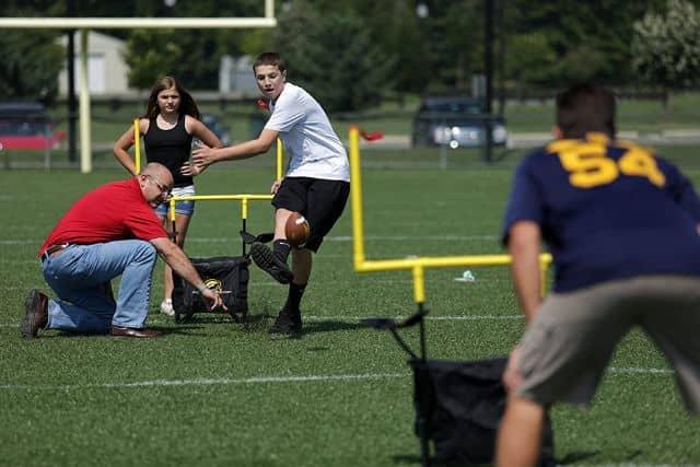 Play QB54 Outdoor Football Set