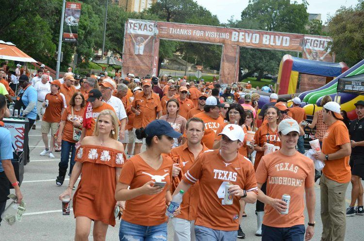 University of Texas – Hook 'em Horn Tailgates