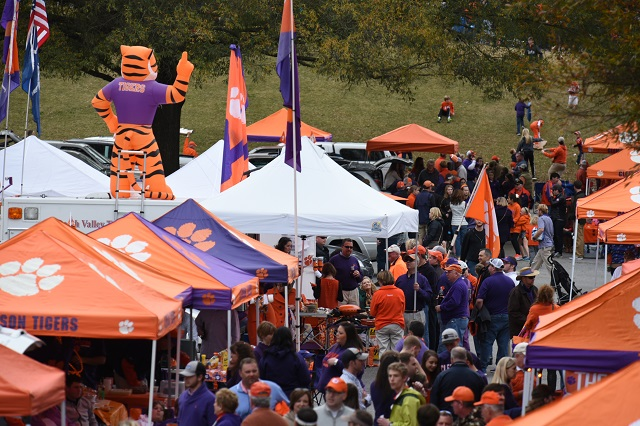 Clemson University – Tigers go Tailgating