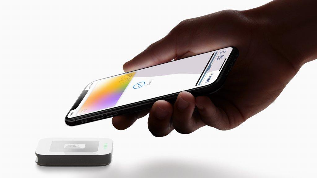 Apple-Card_hand-iPhoneXS-payment_032519